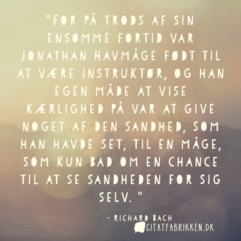For på trods af sin ensomme fortid var Jonathan Havmåge født til at være instruktør, og han egen måde at vise kærlighed på var at give noget af den sandhed, som han havde set, til en måge, som kun bad om en chance til at se sandheden for sig selv.